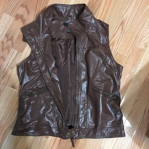 Brown Leather Vest w/ Pockets and Zipper Closure